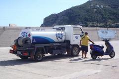 Diesel bringt der kleine Tankwagen