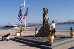 Denkmal der Freiheitskämferin Bouboulina auf der Mole