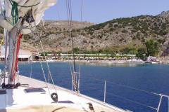 Rote Bojen schützen die Schwimmer vor Booten